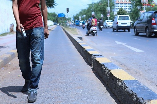 Saarthi user walking on road image